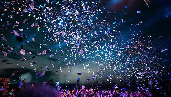 Confeti, colores, evento