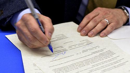 Acuerdo, operación, firma, fusión, compra, bolígrafo