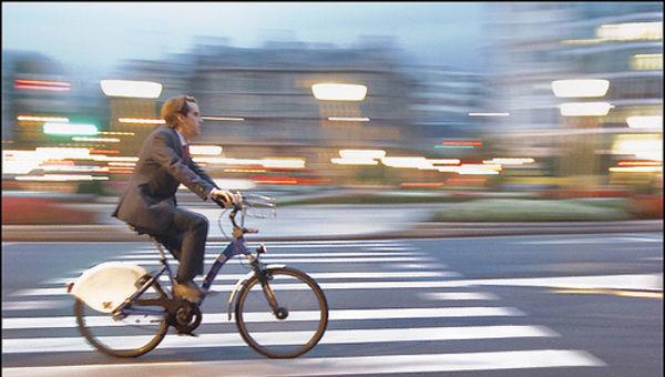 Ejecutivo__negocio__nombramiento__fichaje__bicicleta__ESG