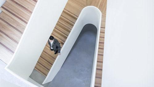 bajada escaleras caída