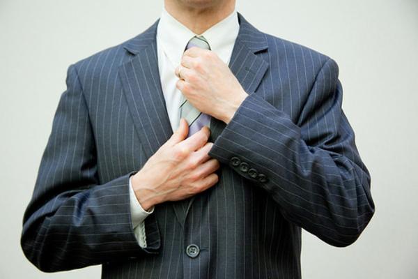 Ejecutivo__gestor__traje__corbata__nombramiento__fichaje__negocio