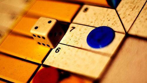Parchís, competición, gestión activa, dado