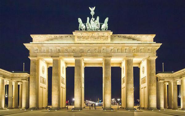 640px-Berlin_Brandenburger_Tor_Nacht_Pedelecs
