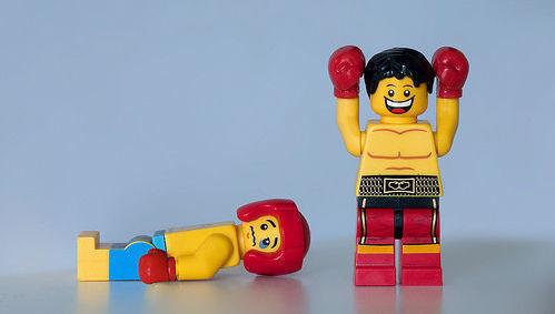 Lego, competición, victoria, debate, gestión activa, gestión pasiva