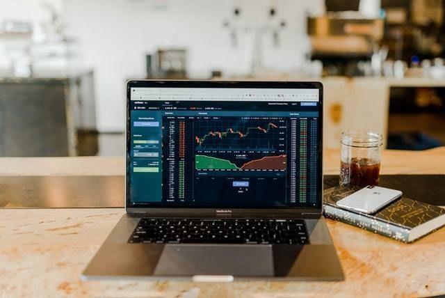 ações investimento portefolio carteira computador mercados