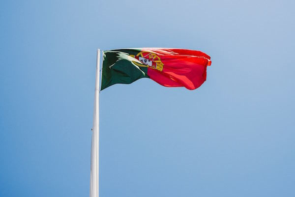 portuguese_flag_red_yellow_green