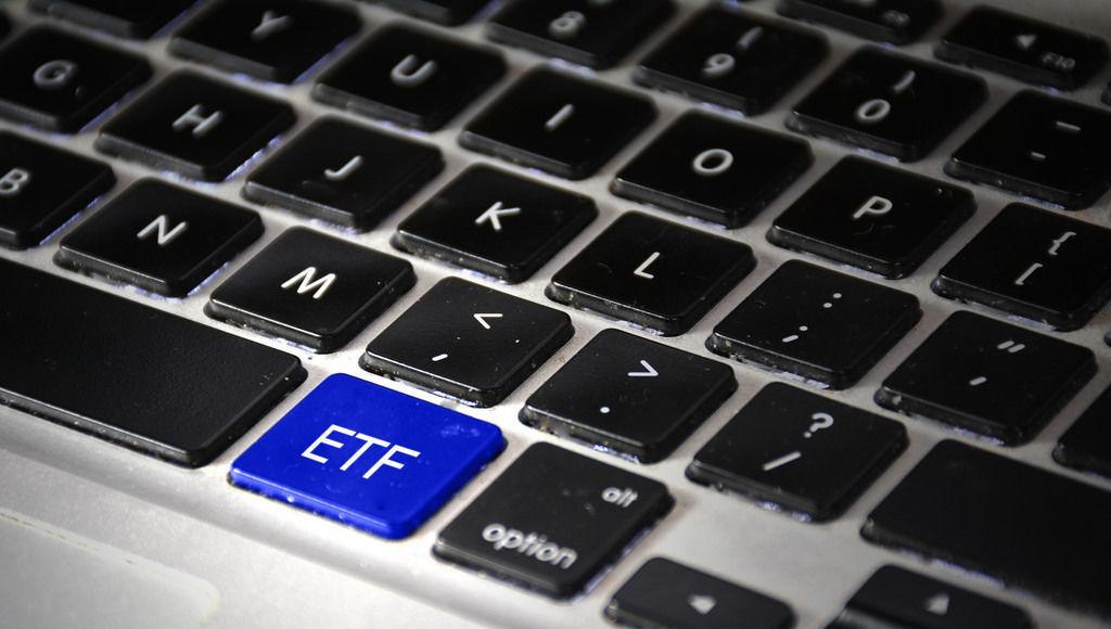 etf; teclado; computador
