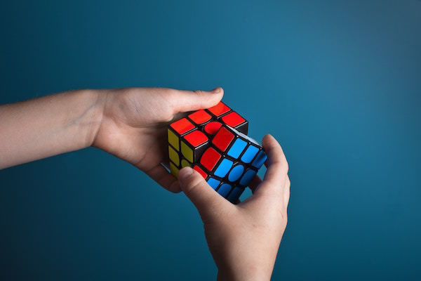 colors_cube_equity_bonds_alternatives_red