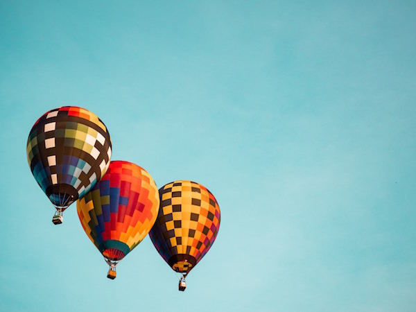 colors_three_balloons_funds_sky