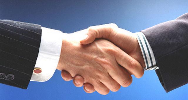 cumprimentar handshake acordo