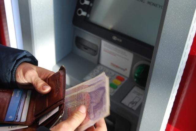 banco multibanco dinheiro atm familias poupança