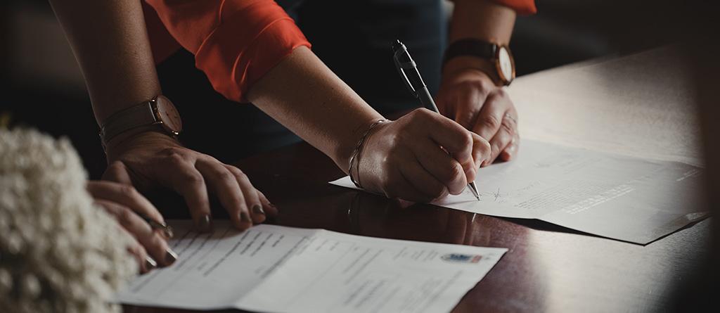 assinar contrato escrever noticia