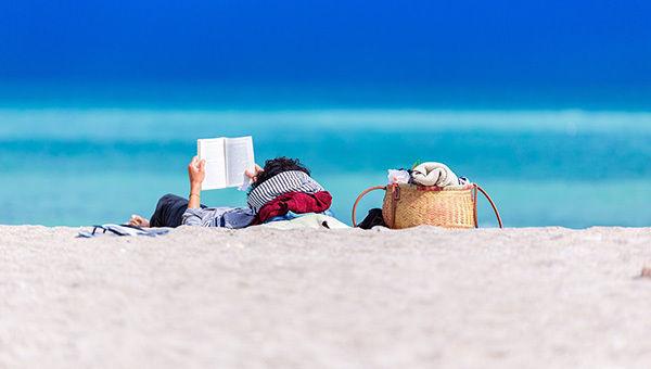 spiaggia_lettura_estate